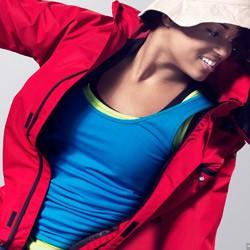 Sportsdragter, træningsdragter, fritidsdragter og regnsæt med tryk og broderi