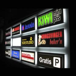 Lyskasser med reklame logo