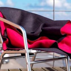 Fleeceplaider og tæpper/puder med logo