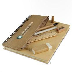 Blyanter og skrivesæt i genbrugs matriale med logo tryk